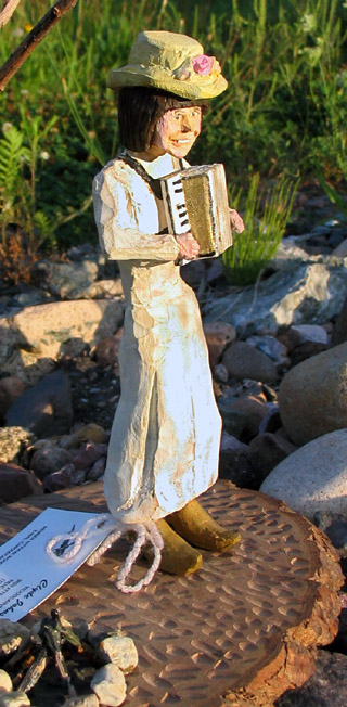 Minnie statuette by woodcarver Clyde Johnson